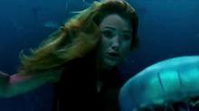 《鲨滩》片段:布莱克和鲨鱼进行水下对决