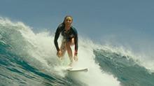 《鲨滩》片段:布莱克海上冲浪上演性感诱惑