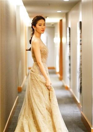 仙女姐姐又发功啦!刘亦菲首次登上国际舞台展现极致魅力