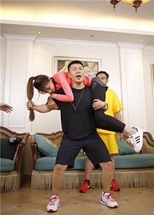 这个暑假健身不再无聊!<B>杜海涛</B>沈梦辰合体狂甩脂肪