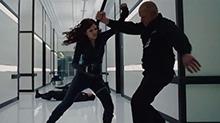 《钢铁侠2》片段:黑寡妇赤手空拳 以一敌多