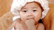 为什么宝宝爱吃手?