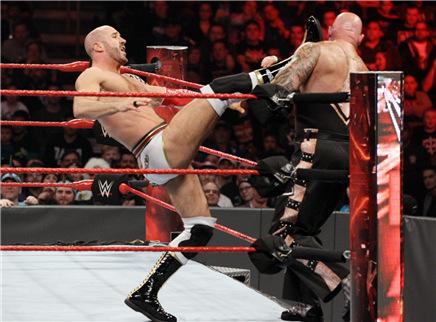 WWE单场集锦RAW20161213期:凯撒千里走单骑 罗曼救场罗林斯