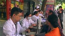 5·<B>12</B><B>国际</B>护士节:绥宁医护人员街头义诊