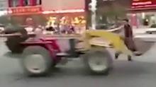 无人驾驶推土机马路上疯狂兜圈 车主懵了