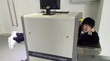 有毒!TFBOYS易烊千玺钻安检机 实力示范错误的安检方式