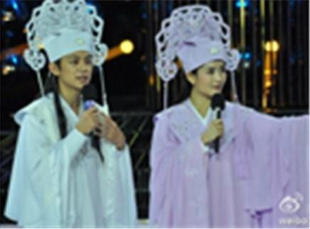 百变大咖秀20121129期:何炅、谢娜演绎梁祝化蝶秀恩爱