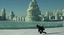 """冰天雪地飞檐走壁!""""跑酷""""大神徒手玩转冰雪世界"""
