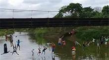 厄瓜多尔:吊桥应声断裂 30多人瞬间坠河