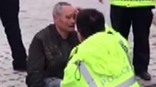 常德:民警扶助摔倒老人
