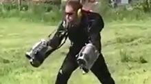 """现实版""""钢铁侠"""" 新款喷气飞行套装"""