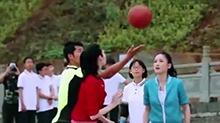 """《我们来了》之""""女神NBA""""小赛场 陈乔恩谢娜上演真人版灌篮高手"""