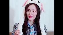 杨幂兔子帽一脸萌态超可爱