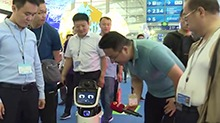 机器人当解说员 带你游湖南馆