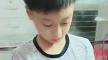 """小男孩补作业哭喊""""写不完了"""""""
