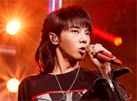 """我想和你唱第三季第8期:华晨宇重返想唱炸裂高歌 10后小歌迷甜蜜""""表白"""""""