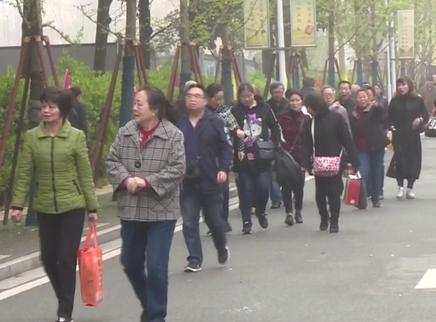 长沙各大陵园迎祭扫人流最高峰