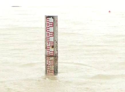 暴雨袭长,湘江水位持续抬升
