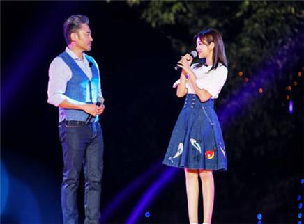 陈妍希携吴秀波唱情歌