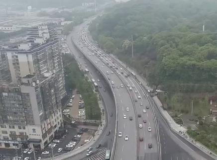湖南省77个收费站实施交通管制