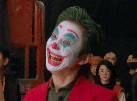 小丑何炅秒变表情包!