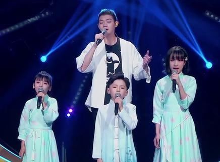 霍尊与孩子合唱秀出东方韵味