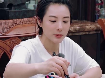 刘璇王弢育儿饮食理念大不同