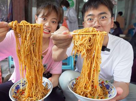 江西南昌街头3元一碗辣拌粉