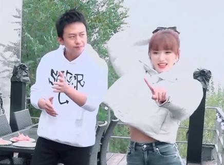 孔雪儿教邓超跳女团舞太搞笑